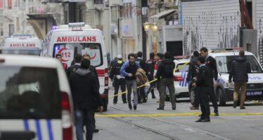 """Kamikaze a Istanbul nella via dello shopping Cinque vittime. """"È l'Is"""""""