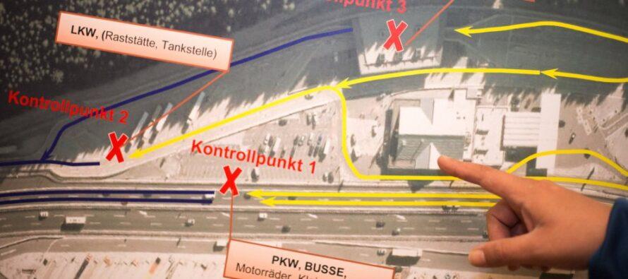 """Tra svincoli e container fino al parcheggio che si trasformerà in """"Kontrollpunkt"""""""