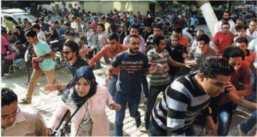 Il Cairo, gas lacrimogeni sugli oppositori Oltre cento arresti