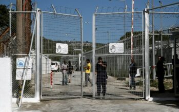 Lesbo, incendio uccide due migranti nel campo di Moria