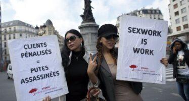 Prostituzione: la Francia punisce i clienti