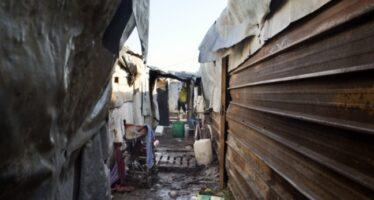 """Fuori campo, quei richiedenti asilo che vivono nelle """"baraccopoli"""""""