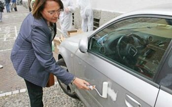 Milano, giustizia fai da te dell'assessora cleaning & graffiti