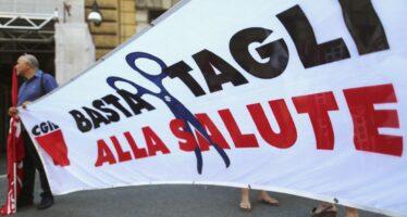 Censis: 12 milioni di italiani rinunciano a curarsi, boom della sanità privata