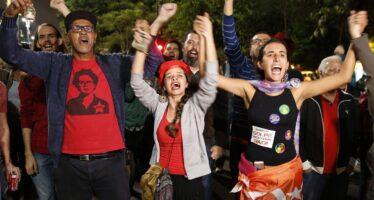 Passa l'impeachment, Dilma va in piazza