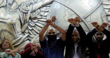 La farsa della giustizia egiziana: in 152 condannati in 10 minuti