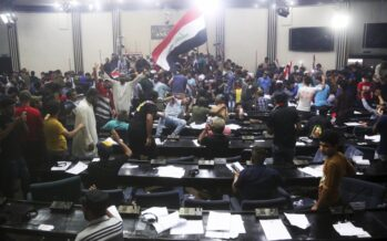 Bagdad, sciiti invadono il parlamento