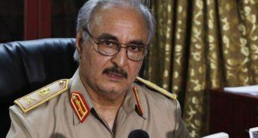 Conferenza sulla Libia, alla fine Haftar arriva a Palermo, mentre il controvertice manifesta