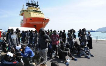 Migliaia di sbarchi disperati. E Alfano scopre «l'Africa»