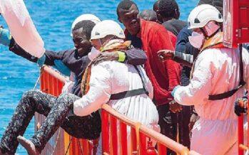 Migranti, incentivi ai Comuni che accettano di accoglierli