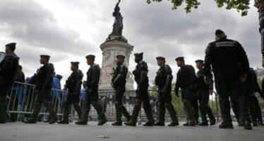 Sentinelle sotto attacco a Parigi, sei feriti