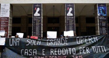 Casa, la protesta continua: in corteo e sciopero della fame