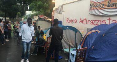 Roma, finisce l'esperienza dell'ex Baobab, la polizia sgombera i migranti