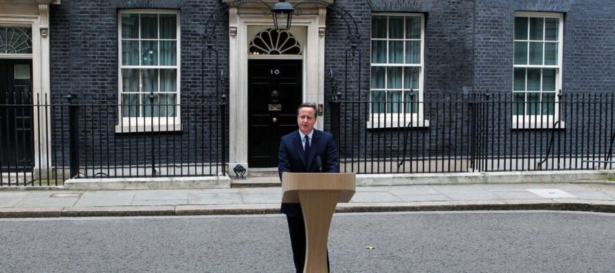 L'ultimo appello di Cameron a un paese spaccato a metà