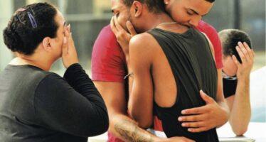 """""""Mamma, mi uccide: addio"""" Orlando, 50 morti nel club gay spari e ostaggi in nome dell'Is"""