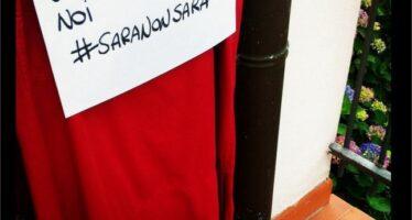 E nel nome di Sara le città si colorano con i drappi rossi