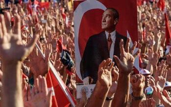 Da Istanbul a Smirne, divisi in piazza dopo il golpe