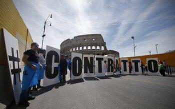 Gli statali senza contratto: «Il governo ci usa e getta»