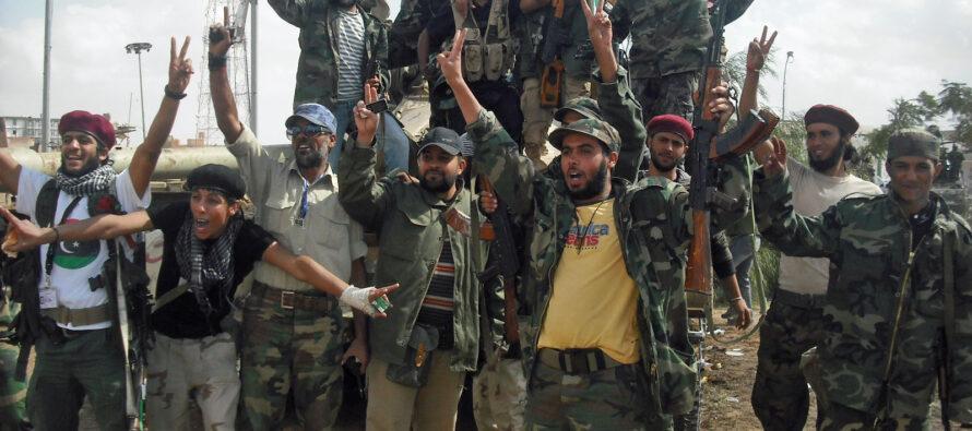 L'Is è in fuga da Sirte ma è pronta la battaglia per il controllo dei pozzi