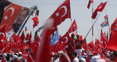 """Erdogan sfida l'Europa """"Sì alla pena di morte se il popolo la vorrà"""""""