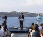Renzi, Hollande e Merkel sul ponte della nave Garibaldi al largo di Ventotene