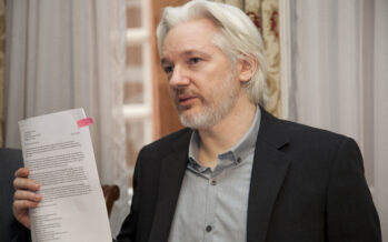 New York Times vs Assange, guerra fredda pre elettorale