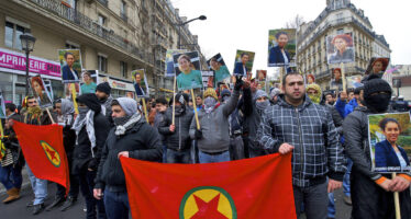 Gas e idranti sugli insegnanti kurdi