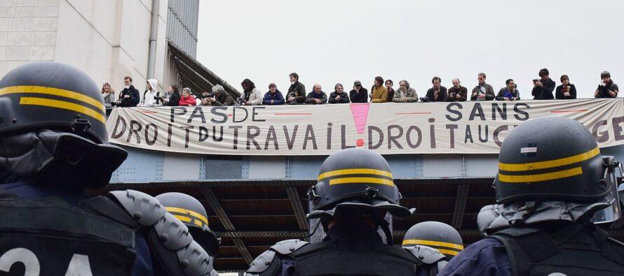 Macron provoca le opposizioni: una «loi travail 2» entro l'estate