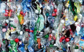 Altro che transizione ecologica: il governo ha rinviato di nuovo la «plastic tax»