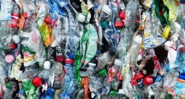 La Commissione Ue vuole bloccare la plastica, entro il 2030 100% imballaggi riciclabili
