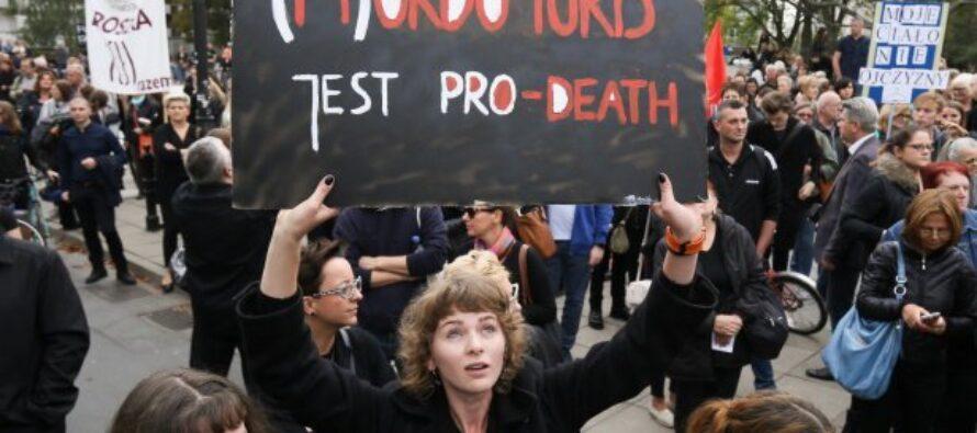 In Polonia sciopero generale delle donne