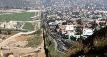 Trump firma l'ordine esecutivo per la barriera con il Messico