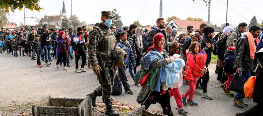 Assalto di Alba Dorata a colpi di molotov ai profughi di Chios