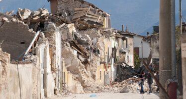 Il terremoto del Centro Italia.Montagne di ordinanze su montagne di macerie