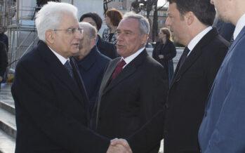 Mattarella frena la corsa di Renzi al voto. Oggi la fiducia più pazza