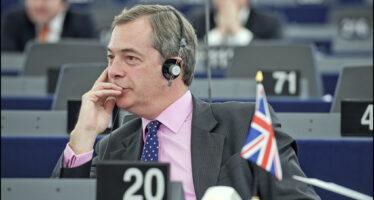 Grillo lascia Farage per i liberali La scelta in Europa divide il M5S