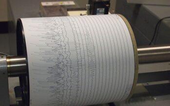 Duecento scosse in tre ore. Il sismologo: «Potrebbe durare a lungo»