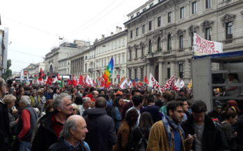 Festa del 25 aprile. La meglio Milano sfila in rosso, il Pd in blu