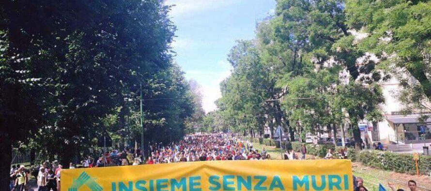 In 100 mila insieme senza muri. Milano sfila con i migranti