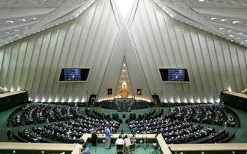 Iran. Attacco dell'Isis al parlamento e al simbolo Khomeini