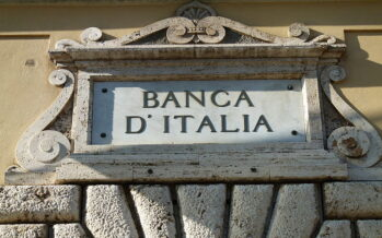 Guerra per banche, Renzi insiste Gentiloni in difficoltà