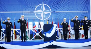 Armi atlantiche.Una Nato sempre più costosa si allarga sull'Europa