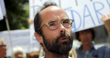 Cédric Herrou condannato a 8 mesi per aver aiutato i migranti