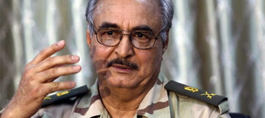 Il generale libico Kalifa Haftar denunciato all'Aja per crimini di guerra