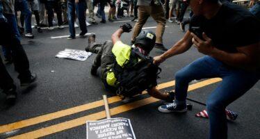 Virginia, marciano i suprematisti bianchi, un morto tra gli antirazzisti
