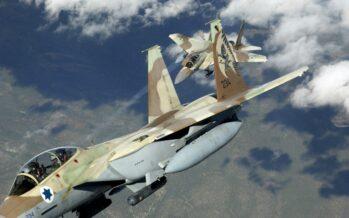 Israele attacca ancora in Siria, 23 morti in un raid