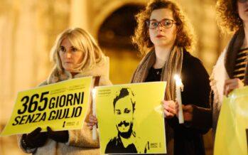 Arrestato l'avvocato dei Regeni. Ma Gentiloni insiste sulla distensione con Al Sisi