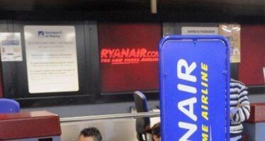 Ryanair cancella 50 voli al giorno. Non si era accorta che chi lavora va anche in ferie
