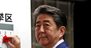 In Giappone si conferma Abe, i suoi alleati perdono. E a sinistra torna l'unità
