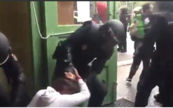 Catalogna: proiettili di gomma, cariche e oltre 800 feriti. Linea dura sul voto